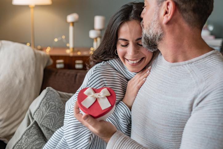Dia dos Namorados: pesquisa da Fecomércio-RS aponta comportamento de consumo para a data